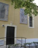 Okná prekryté ochrannou konštrukciou